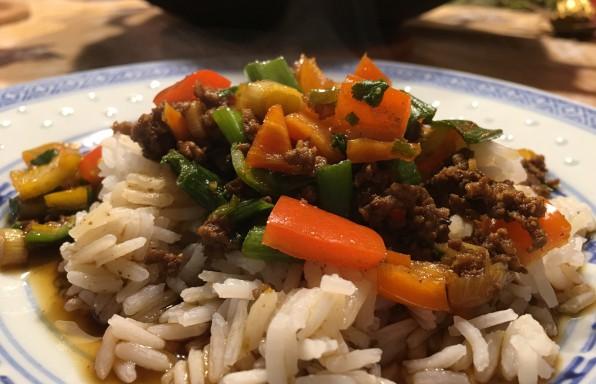 Asiatische Hackpfanne mit Gemüse Rezept