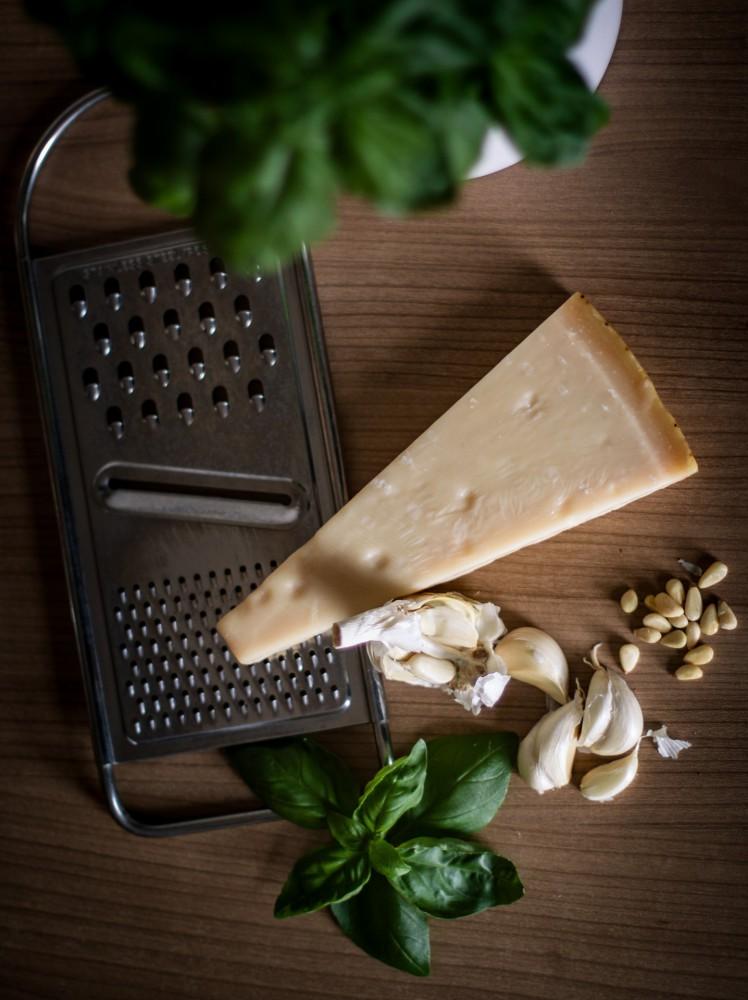 Basilikum Pesto - Parmesan, Knoblauch und Pinienkerne