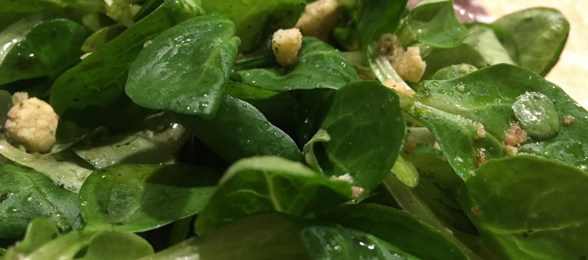 Feldsalat mit Croutons Rezept