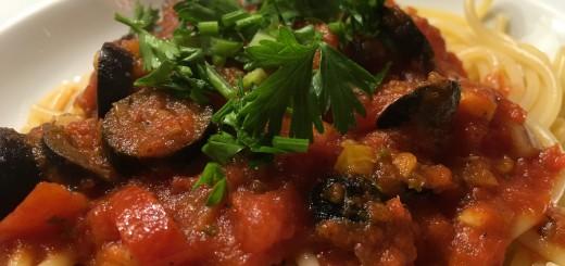 Spaghetti mit Oliven, Tomaten, Kapern und Anchovis Rezept