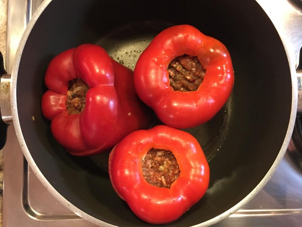 Gefüllte Paprika anbraten