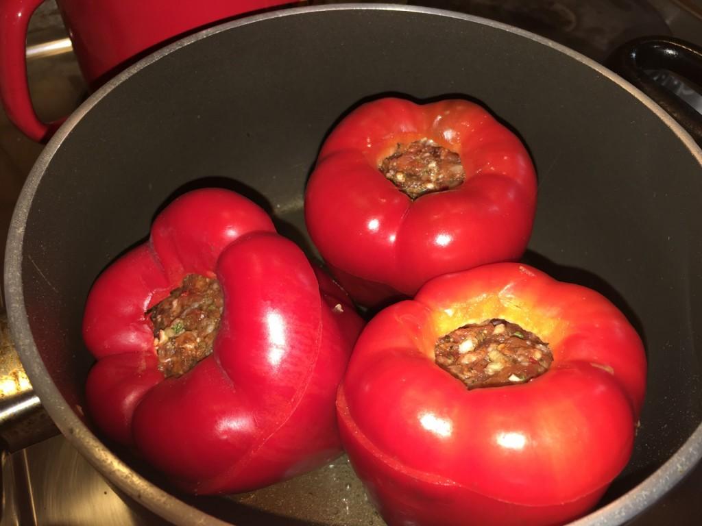 Gefüllte Paprika im Topf