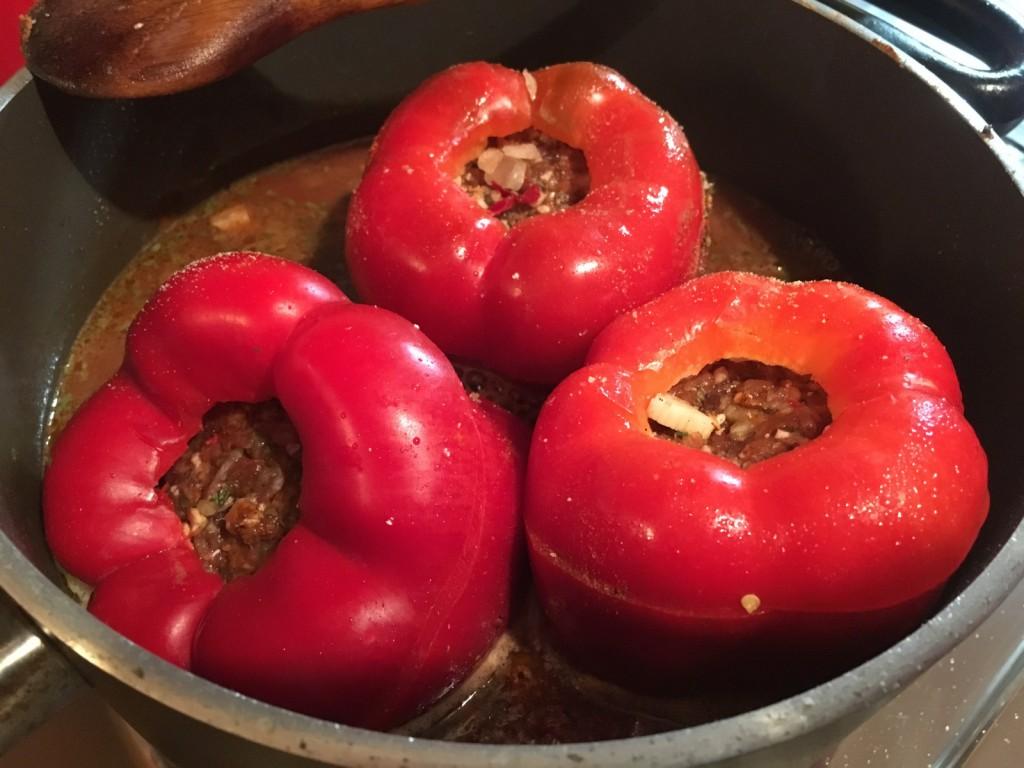 Gefüllte Paprika mit Sauce