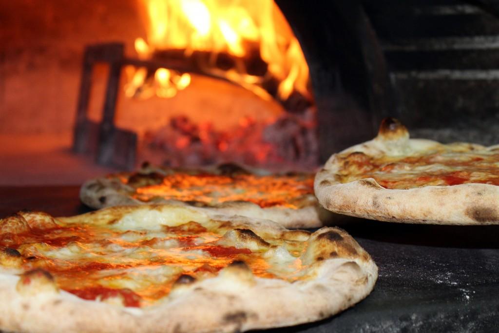 Pizza im Holzofen
