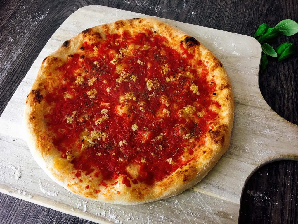 Pizza mit Marinara Sauce