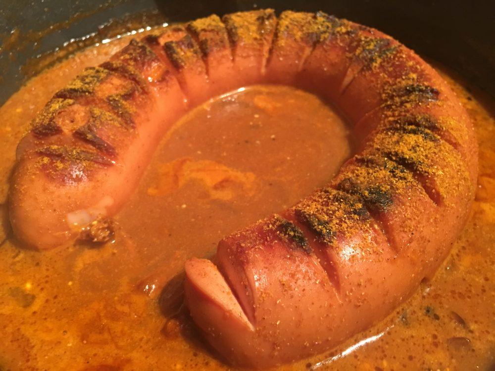 Scharfe Currywurst mit Chili