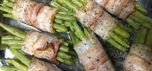 Grüne Bohnen im Speckmantel