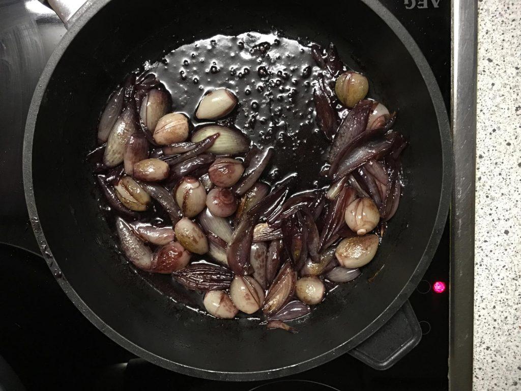 Karamellisierte Rotweinschalotten