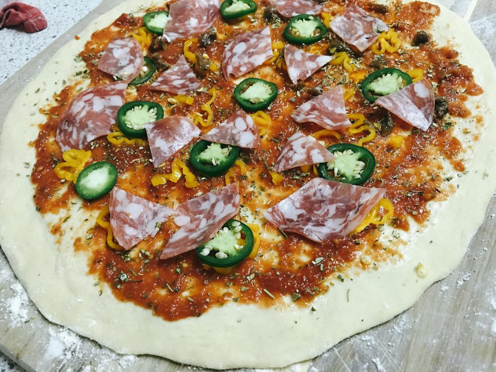 Pizza Salami mit Jalapeño