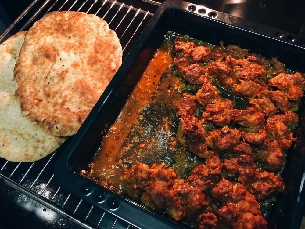 Indisches Huhn mit Naan Brot