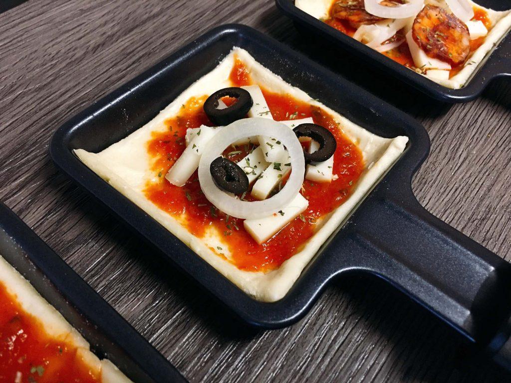 Vegetarische Oliven Pizza vom Raclette