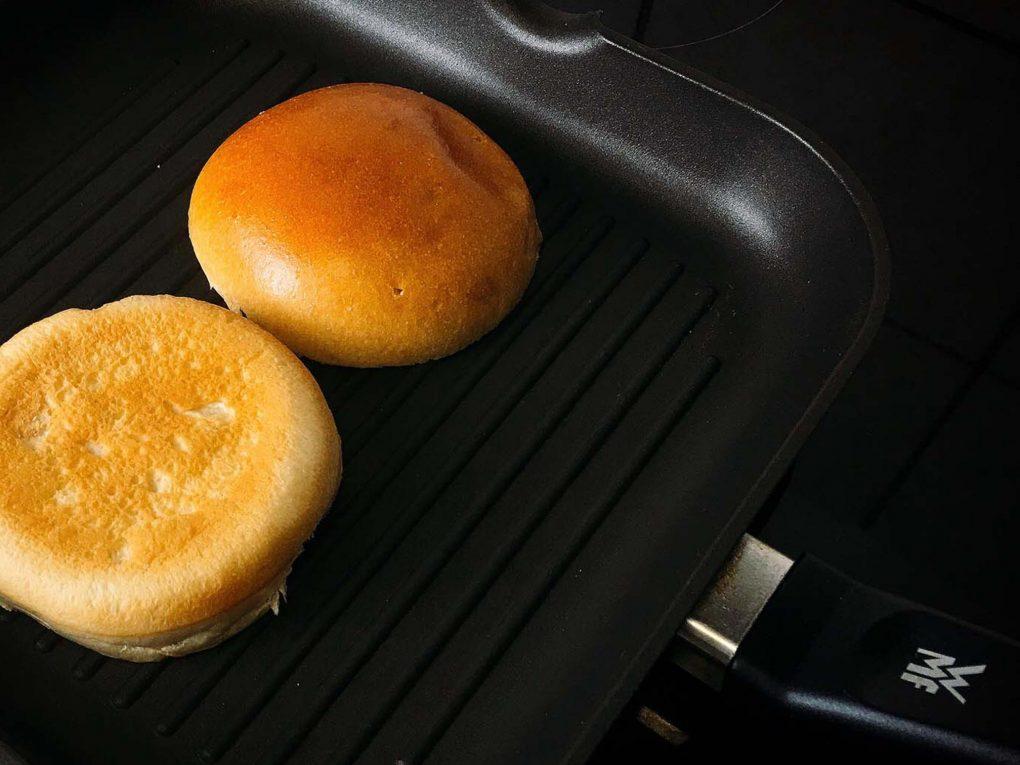 Burger Buns in der Pfanne