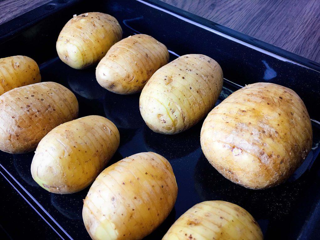 Hasselback Kartoffeln im Bräter