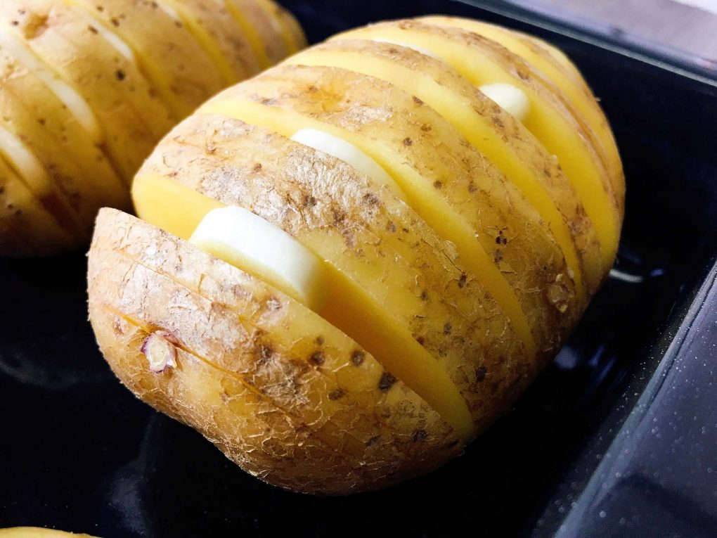 Hasselback Kartoffeln mit Knoblauch