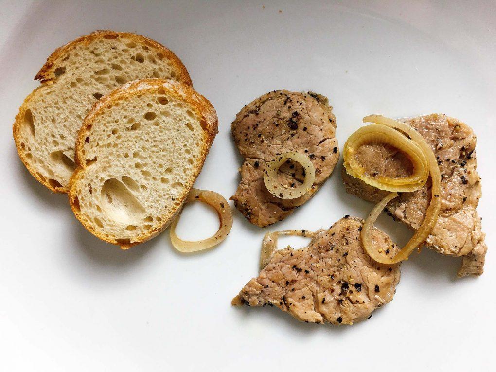 Schweinefilet mit Baguette