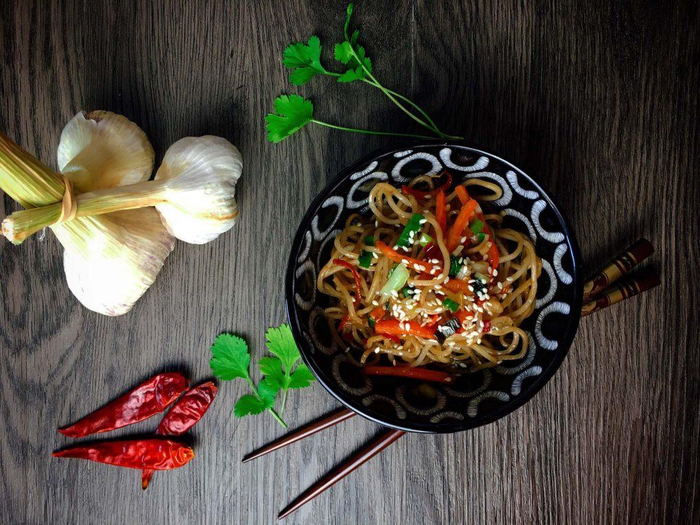 Gebratene Mie Nudeln mit Gemüse
