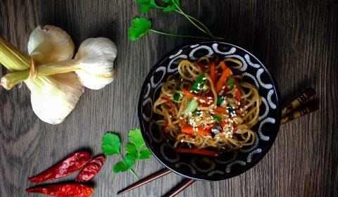 Gebratene Asiatische Mie Nudeln mit Gemüse