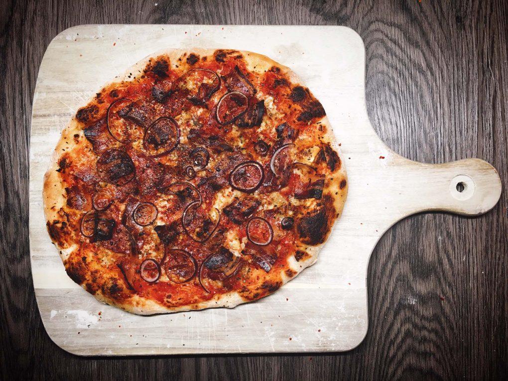 Knusprige Speck Pizza