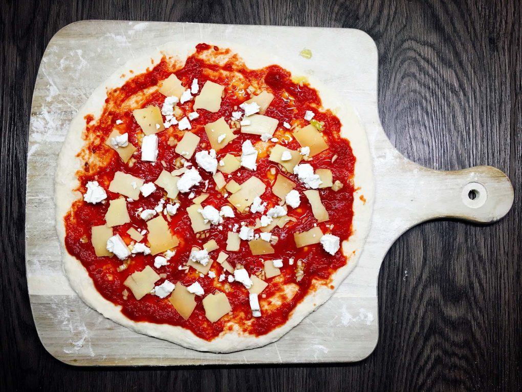Pizza mit Schafskäse