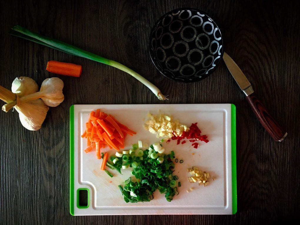 Wok Gemüse schneiden