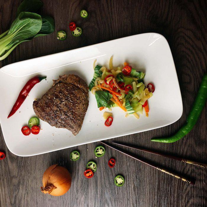 Rindersteak mit Pak Choi Chili Gemüse