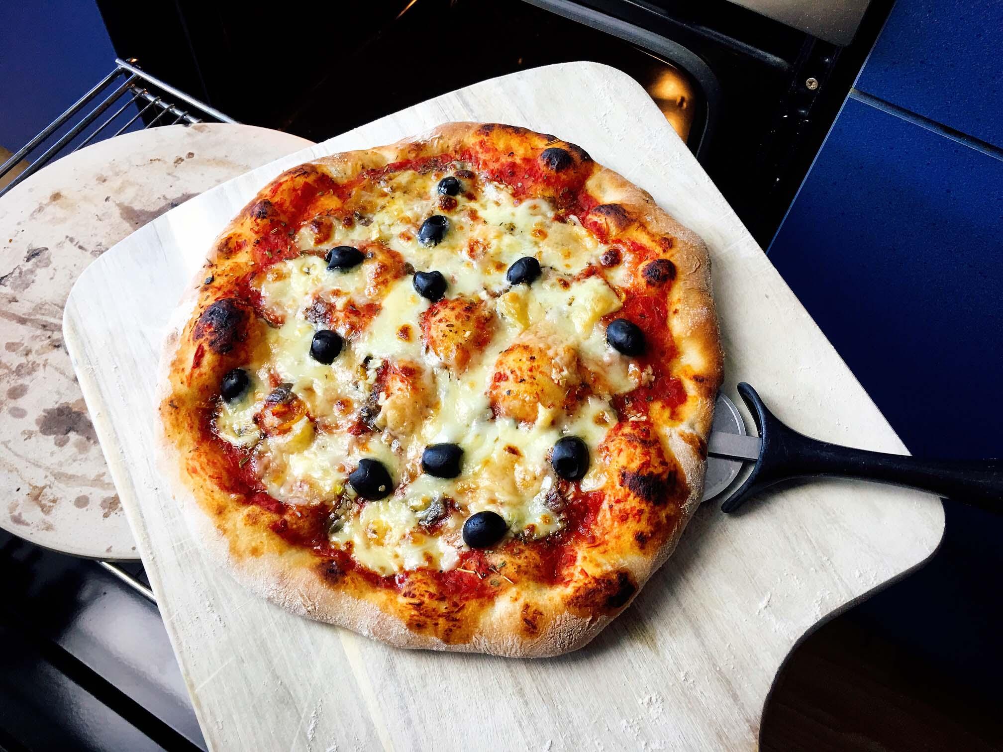Pizza backen mit dem Pizzastein