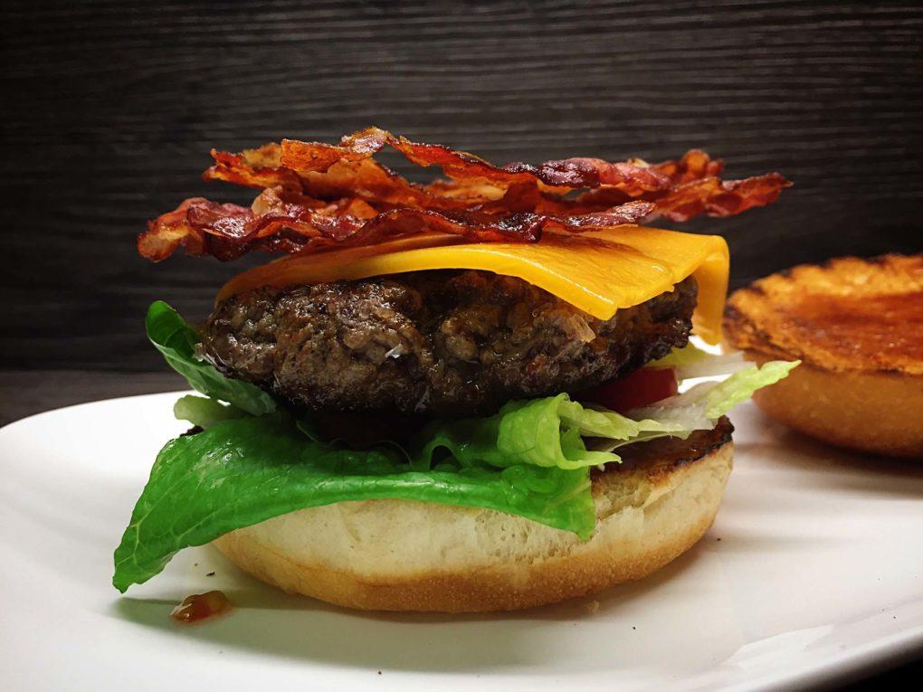 Hamburger mit Speck