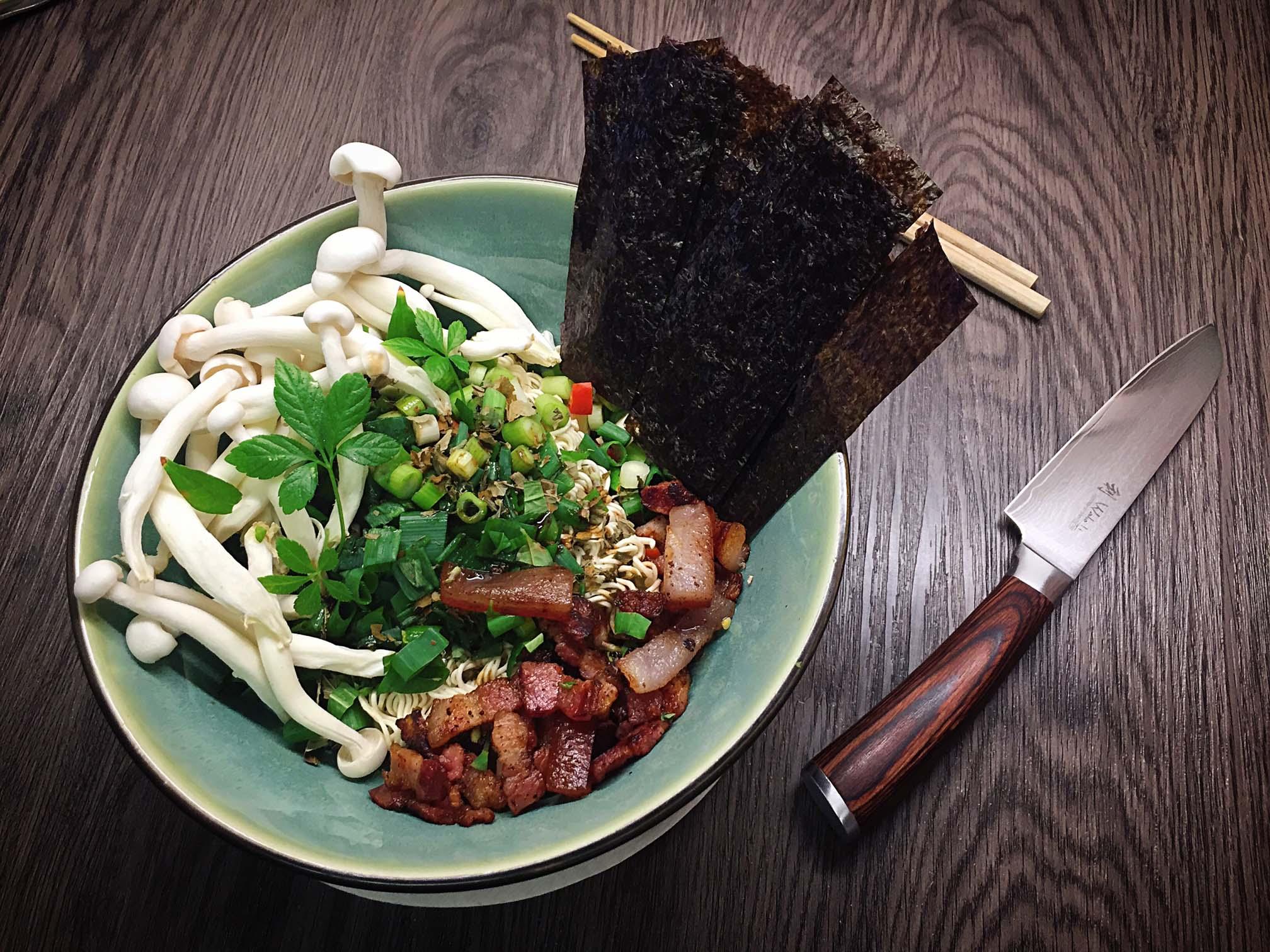 Ramen mit Chashu Schweinebauch und Shimeji Pilzen